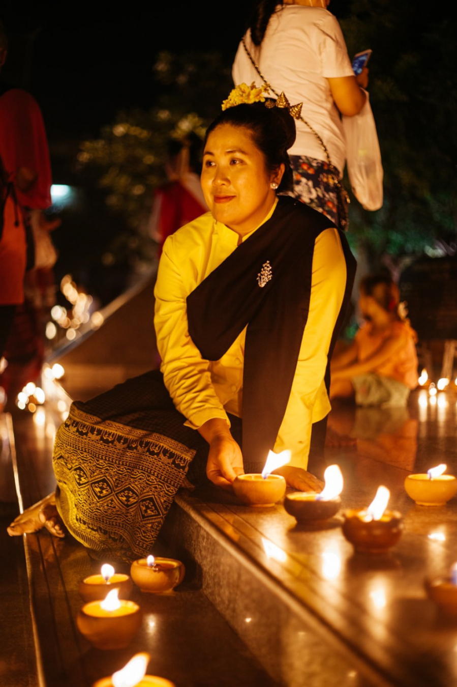 raw-030-emidi-loi-krathong-three-kings-monument-chiang-mai-thailand