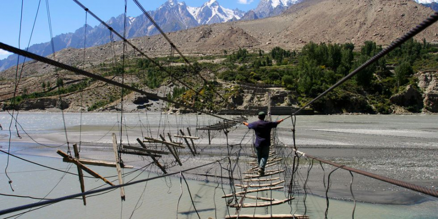 hussaini-hanging-bridge-1522857734