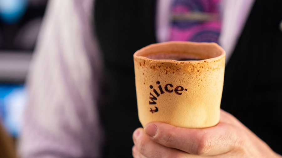 Air-New-Zealand-Edible-coffee-cup-from-Twiice