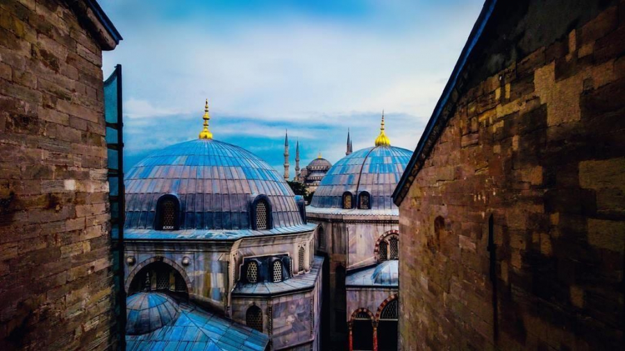 hagia-sophia-domes-istanbul-stunning-cities-for-architecture-lovers-across-the-world-a-world-to-travel