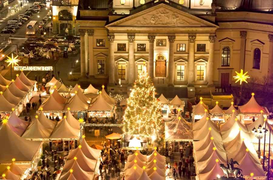 Berlins-most-beautiful-Christmas-markets-Weihnachtzauber-at-the-Gendarmenmarkt