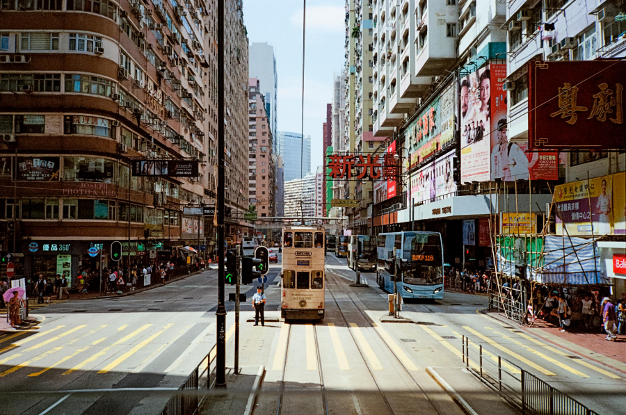 171114101806-chris-lim-hong-kong-street-photography-tram