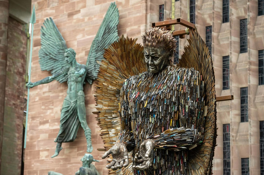 Knife Angel tại Coventry.