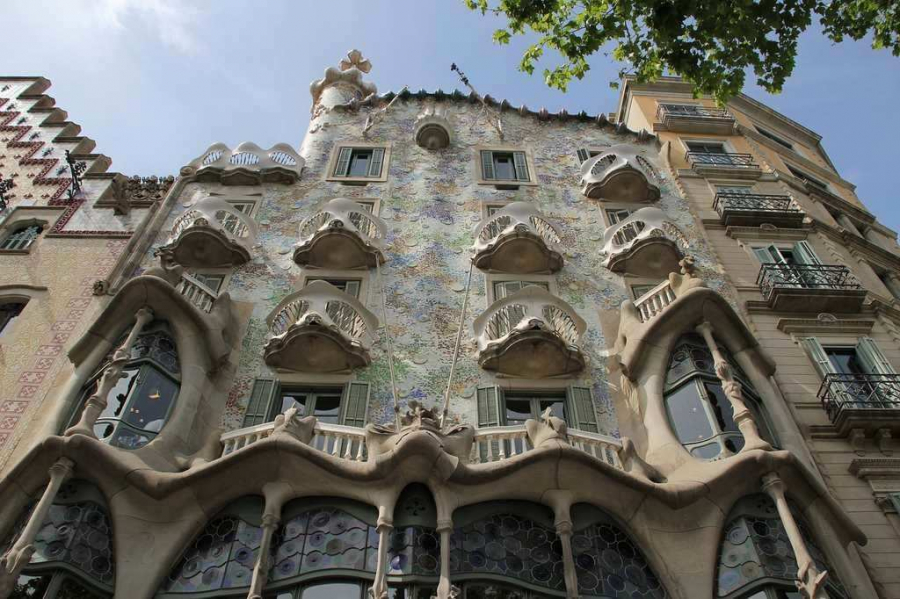 casa-batllo-barcelona-stunning-cities-for-architecture-lovers-across-the-world-a-world-to-travel