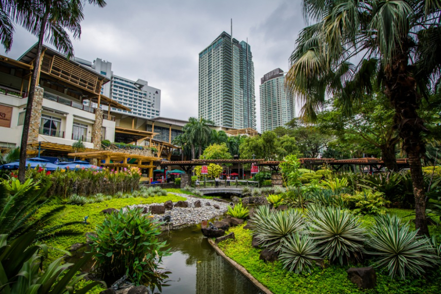 shutterstock_472805590-gardens-and-skyscrapers-at-greenbelt-park-in-ayala-makati