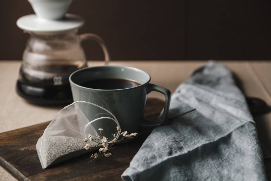 The-Decaf-Pouch-Picture-with-Coffee-and-serviette