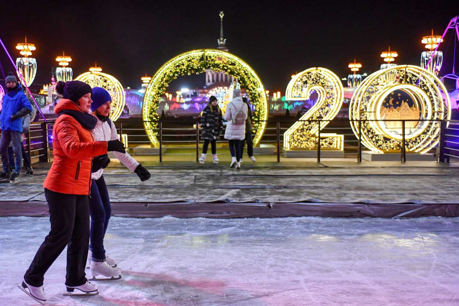 biggest-ice-rink-in-europe-moscow-vdnkh
