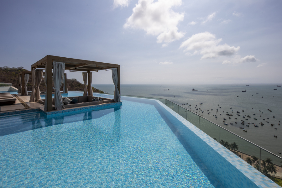 Rooftop-Pool-Fusion-Suites-Vung-Tau-09