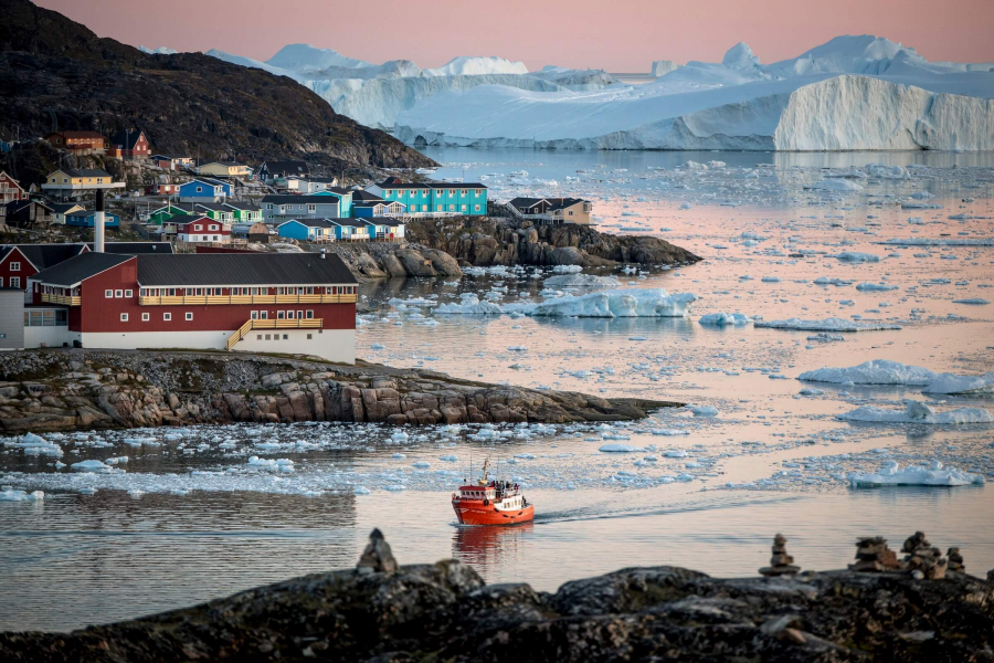 North-01-A-passenger-boat-near-Ilulissat-and-the-ice-fjord-in-Greenland