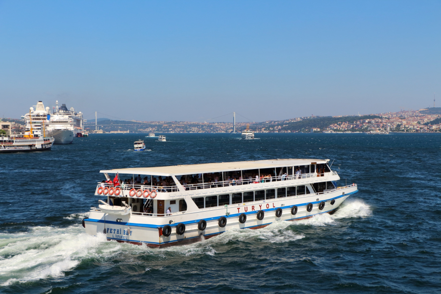 Ferry_in_Istanbul_01