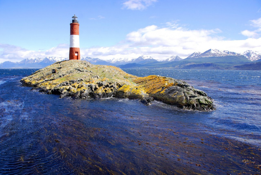 Red-and-white-lighthouse-in-blue-sky-in-Beagle-Channel-Ushuaia-Patagonia-Argentina