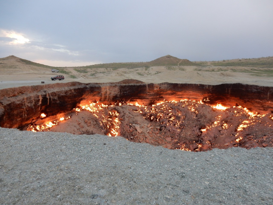 Darvaza-Gas-Crater-The-Door-to-Hell